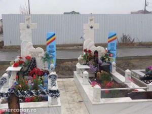 25641573 1 1000x700 executam-monumente-constructii-funerare-din-marmura-focsani